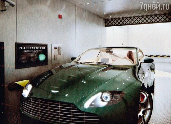 Автомобиль актрисы в небесном гараже