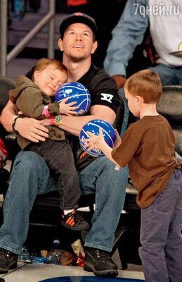 С сыновьями Бренданом иМайклом