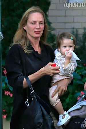 Ума Турман с дочерью