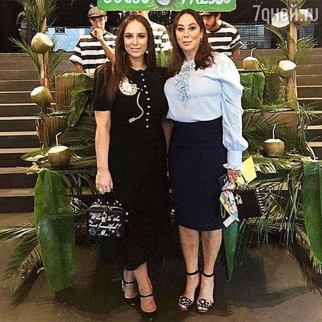 Алла Вербер с дочерью Катей на показе весенне-летней коллекции Dolce&Gabbana