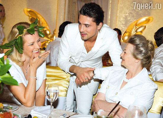Дима Билан с мамой виновницы торжества Кариной Михайловной и старшей сестрой Олеси Жанной