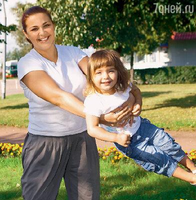 Ирина Пегова приехала в Выборг с дочерью Таней, с которой старается не расставаться