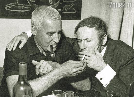 Константин Симонов и Марсель Марсо в ресторане ЦДЛ, 1969 г.