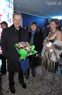 Эрнест Мацкявичус со спутницей Алиной и Натальей Белоголовцевой