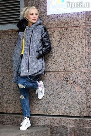 На Екатерине: Парка Iswag, джемпер Iswag, комбинезон Wednesday, кеды Pepe Jeans. Визажист: Наталья Сырова. Фотограф: Олеся Тихомирова
