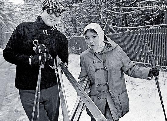 На Николиной Горе в американской куртке, подаренной свекровью Наталией Кончаловской