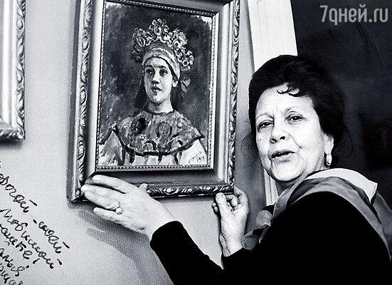 Кончаловская у картины деда, Василия Сурикова. Царевну он писал с нее