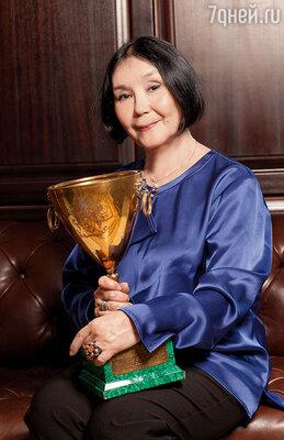 С «Кубком Вольпи» — призом за лучшее исполнение женской роли, полученным мной на Венецианском кинофестивале