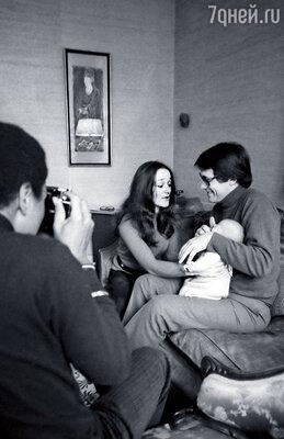 Андрон с женой Вивиан и дочкой Александрой