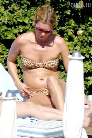 Cудя по снимкам Кейт Мосс, отдыхающей на пляже в бикини, здесь явно не обошлось без фотошопа