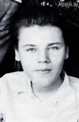 Мой старший брат Славочка ушел в 17...
