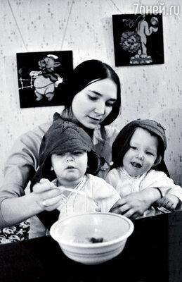 Аллочка с близнецами в нашей московской квартире