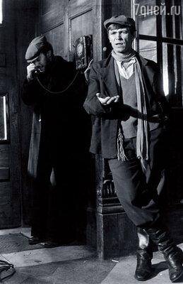У Ивана Бортника роль бандита Промокашки, а Высоцкий видел своего друга Шараповым