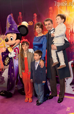 У Игоря и Екатерины трое детей: дочь Лиза (от первого брака Климовой) и сыновья Матвей и Корней