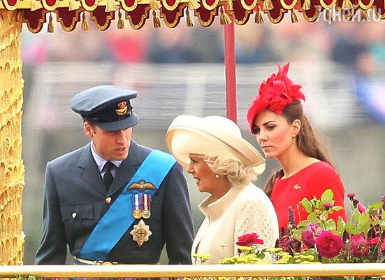 Принц Уильям со своей супругой Кейт и супругой принца Чарльза герцогиней Корнуольской Камиллой