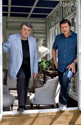 С сыном Михаилом на даче в Подмосковье. 2012 г.