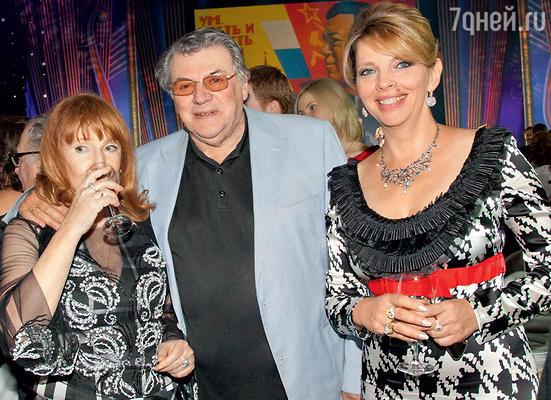 Александр Ширвиндт с  Кирой Прошутинской и Катей Рождественской. 2012 г.