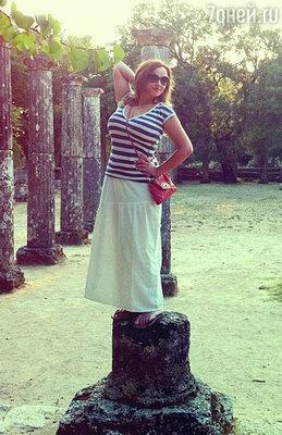 «Пыталась изобразить греческую статую... Но, кажется, сумочка и рука от локтя лишние»