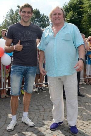 Жерар Депардье и пилот формулы 1 Виталий Петров