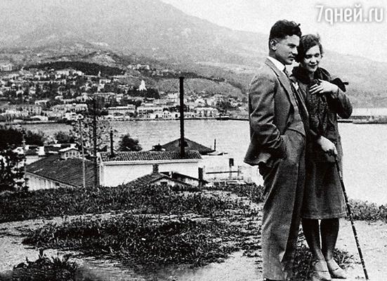 Клавдия Шульженко и Владимир Коралли во время свадебного путешествия в Ялте. 1929 г.