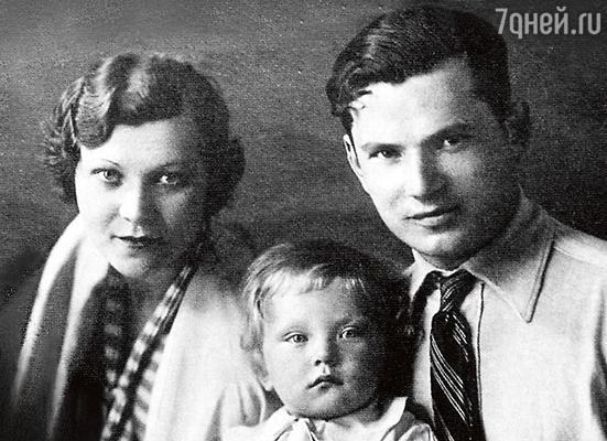 Клавдия Шульженко с мужем и сыном. Середина 30-х годов