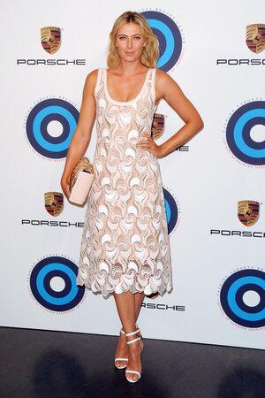 Мария Шарапова в платье от Marc Jacobs, босоножках от Aquazzura и сумочкой от Porsche Design Jewel Bag