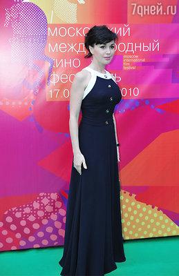 Его обожает обладательница роскошной фигуры актриса Анастасия Заворотнюк