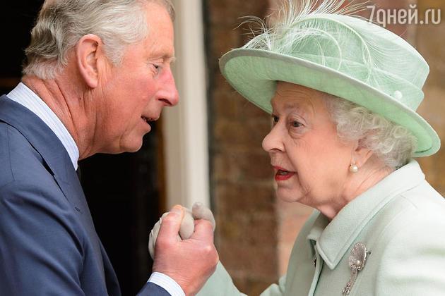 Елизавета II готовится передать трон принцу Чарльзу