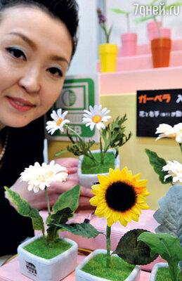 Сейчас в Японии выпускается все больше роботов, помогающих снимать стресс. Как, например, эти «поддакивающие цветы»...