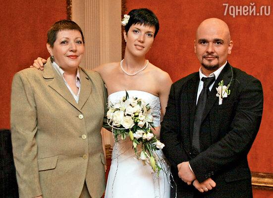 Сергей Трофимов пришел «ухаживать» за Зоей Николаевной, а женился на ее дочке Насте. 2005 г.