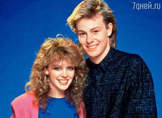 С партнером по сериалу «Соседи» Джейсоном Донованом Кайли связывала не просто дружба. 1988 г.