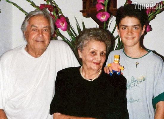 Юрий и Петр с моей мамой в Израиле