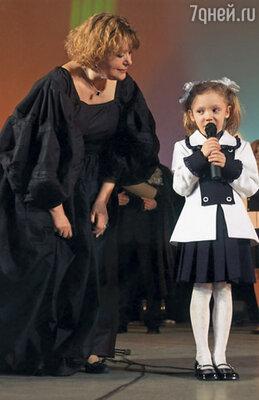 Внучка Настя очень увлечена балетом, этой каторгой в кружевах. Юбилей Валентины Талызиной
