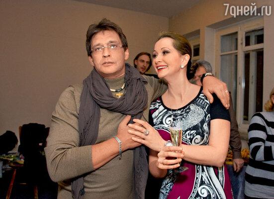 С верным партнером по сцене Александром Домогаровым