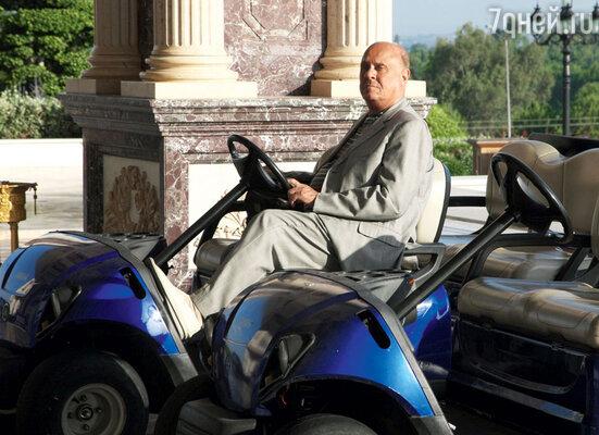Владимир Меньшов возил друзей на пляж на электромобиле