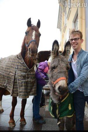 """Участники спектакля """"Дон Кихот"""" - лошадь и ослица Ёлка"""