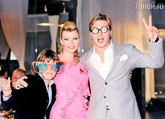 С сыном и с другом Кириллом Маслиевым на своем дне рождения. 11 сентября 2008 г.