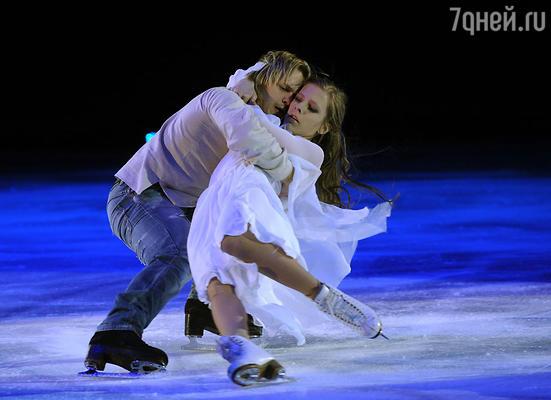 Лиза Арзамасова и Максим Ставиский  в проекте «Ледниковый период»