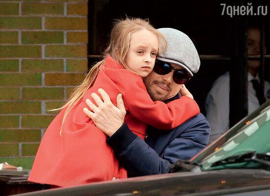 Дядюшка Лео со своей крестницей Руби — дочкой близкого друга Тоби Магуайра. Нью-Йорк, ноябрь 2013 г.