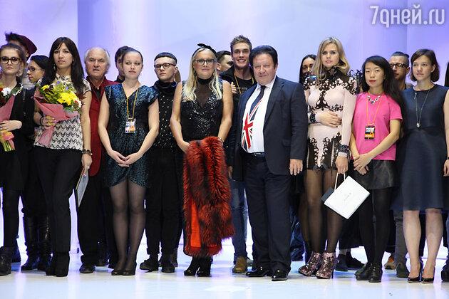 Организаторы и финалисты  конкурса молодых дизайнеров фонда «Русский силуэт»