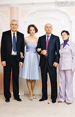 Николай, Ольга, ее мама Аида Николаевна и папа Игорь Яковлевич
