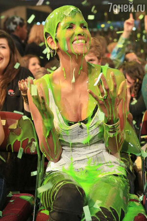 Холли Берри на  церемонии вручения наград Kids Choice Awards