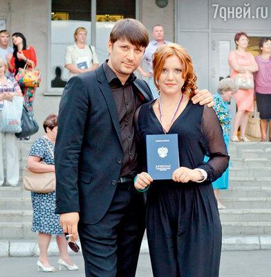 Виктор Логинов с дочерью Анной на ее выпускном вечере