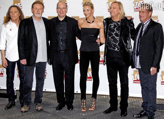 Принц Монако Альберт II с Шарлен Уиттсток и группа «The Eagles»