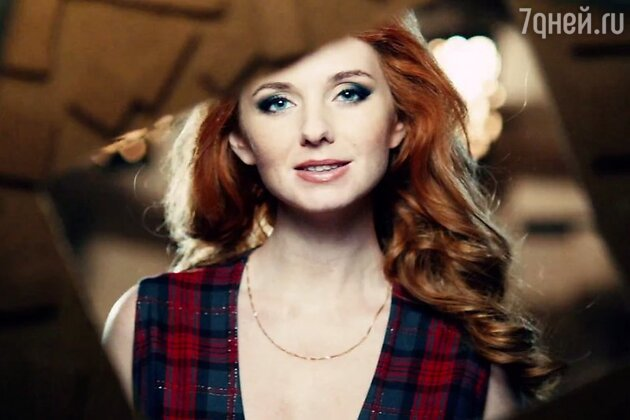 Лена Катина в клипе «Любовь в каждом мгновении»