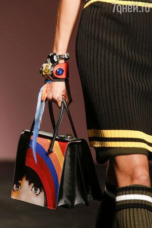 Модель показа Prada