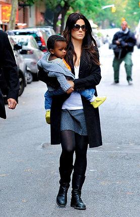 Сандра Буллок, усыновившая очаровательного малыша Луи, призналась, что теперь счастлива как никогда