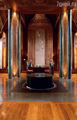 Приемная spa. Мрамор, дерево ценной красной породы, натуральные ткани в отделке – элементы изысканного дизайна