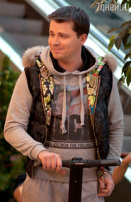 Гарик Харламов был участником команд «Сборная Москвы «МАМИ» и «Незолотая молодежь»