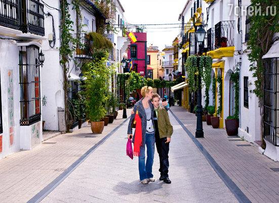 Маленькие улочки Старого города — отличное место для прогулки: никто пальцем не показывает, автографы не просит...